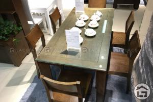 ban an go cao cap ba06 3 300x200 - Khám phá 3 kiểu dáng bàn ăn thịnh hành nhất hiện nay